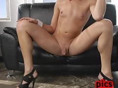 Irresistible Jonelle Brooks playing with herself