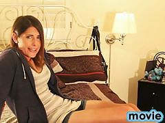 Amazing Amy strokes and spreads
